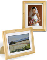 This wooden picture frame is ideal for a contemporary domestic gallery!
