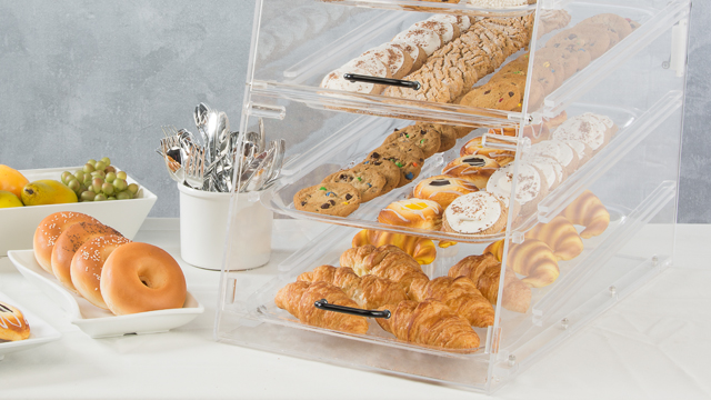 <p>Assembly of this acrylic bakery display case isn't hard at all! Watch one of our skilled product experts put it together in this helpful video. </p>